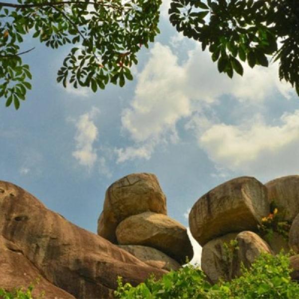 Menikmati Pemandangan Indah di Taman Batu Granit