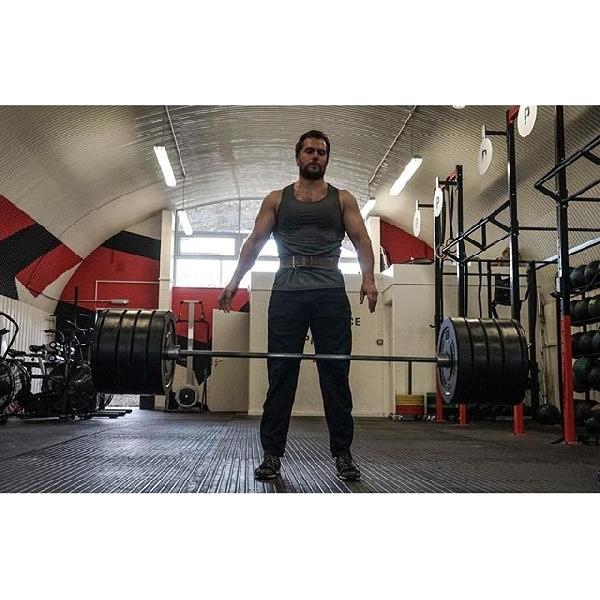Henry Cavill Gunakan Kekuatan Force Saat Latihan Jadi Superman