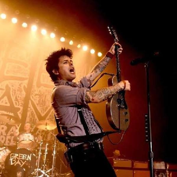 Usung Konsep Jadul, Green Day Resmi Rilis Video Klip Single Tebarunya