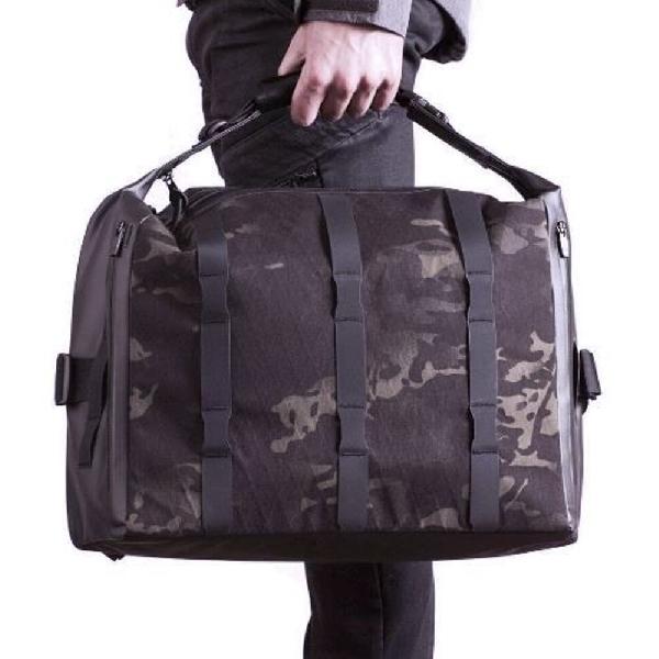 Black Ember, Messenger Bag Stylish Tahan Air