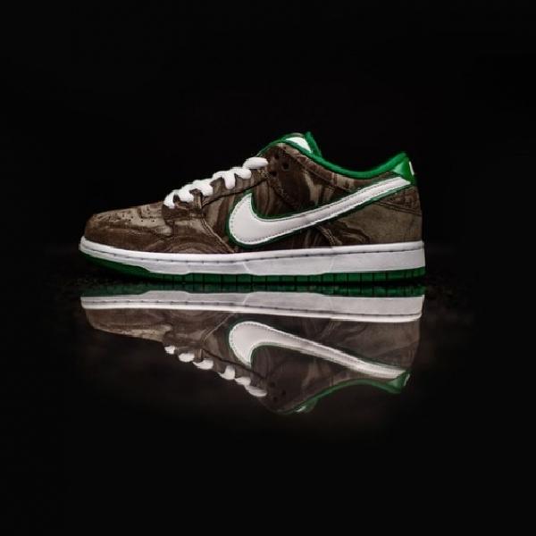 Nike Luncurkan Sneakers Hasil Kolaborasi dengan Starbucks