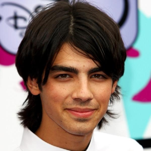 Joe Jonas Ungkap Model Rambut Favoritnya
