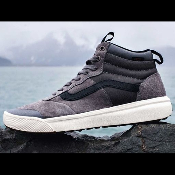 Vans UltraRange Hi MTE, Sneakers Casual Siap Diajak Bertualang