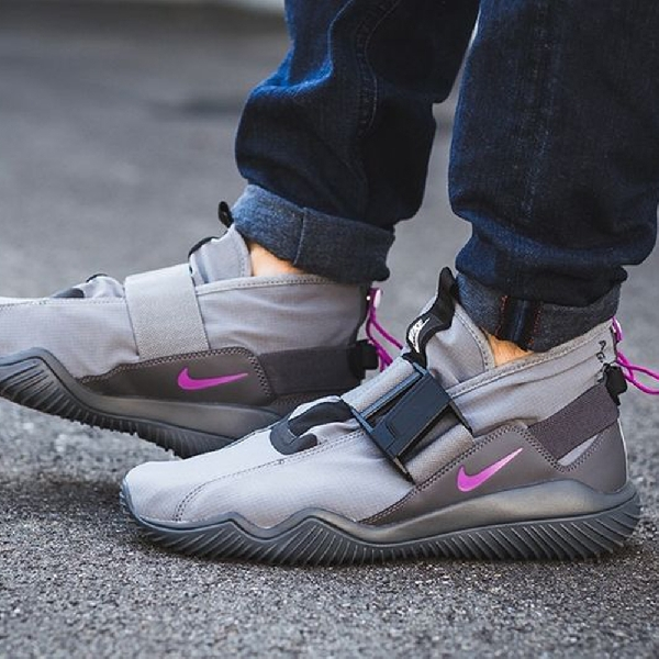NikeLab Sneaker, Stylish, Nyaman, dan Tahan Air