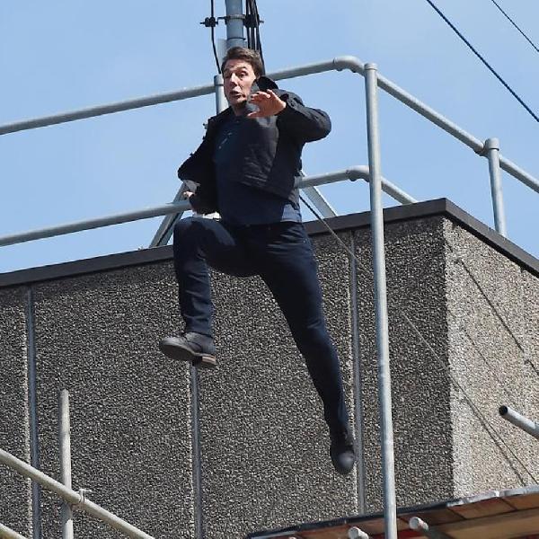 Gagal Lompati Gedung, Kaki Tom Cruise Alami Cidera Parah