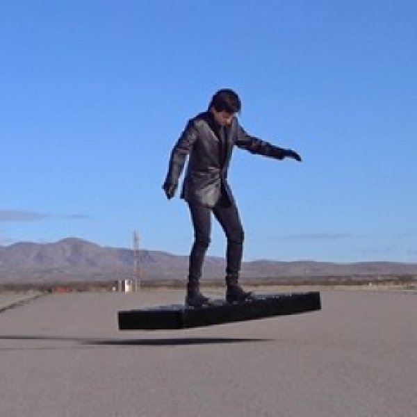 ArcaBoard, Hoverboard Dengan 36 Kipas Elektrik