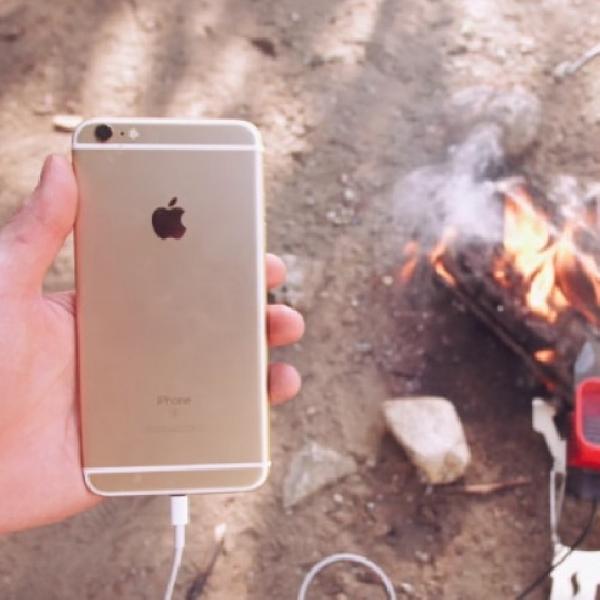 Unik, Aksesoris Ini Bisa Isi Ulang Baterai Ponsel Dari Api Unggun