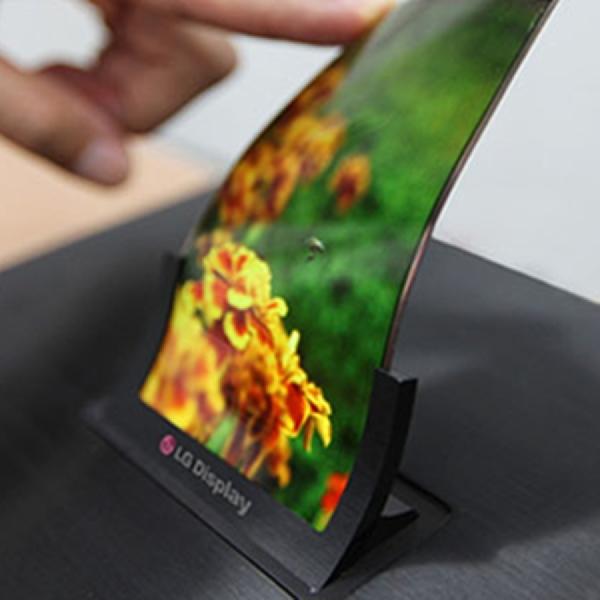 LG Akan Umumkan Ponsel Lipat di CES 2019