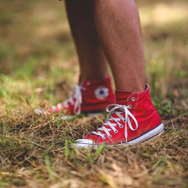 Empat Cara Mudah Rawat Sneakers Anda
