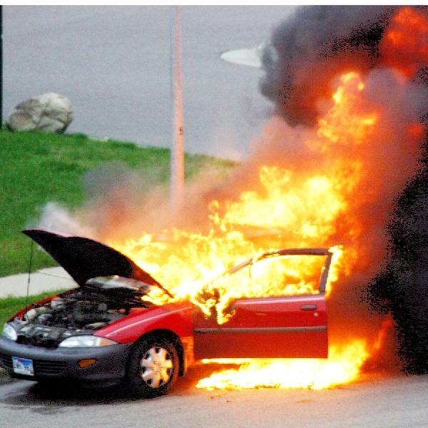 Lakukan Cara Ini Jika Mobil Terbakar Di Jalan