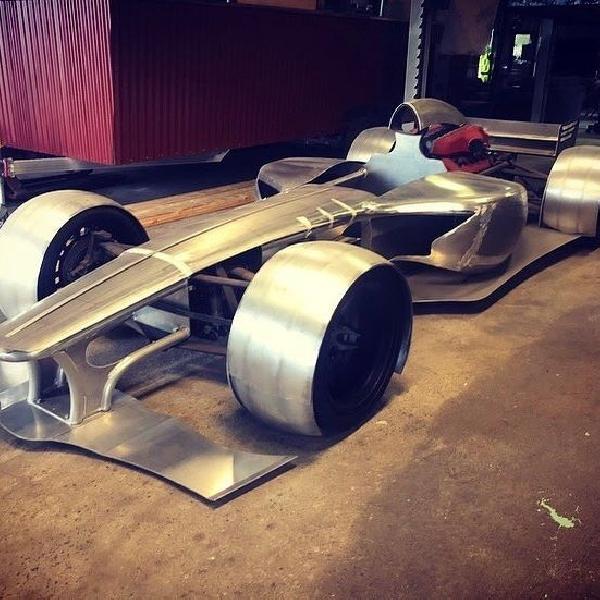 Pria Ini Buat Mobil F1 untuk Jalan Raya
