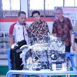 Tingkatkan Kompetensi Lulusan SMK, Toyota Indonesia Sumbang 1 Unit Mobil
