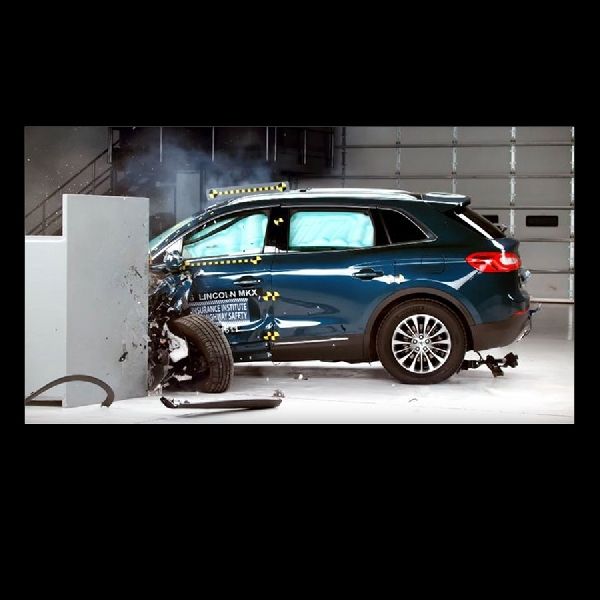 Desain Baru Lincoln MKX Peroleh Penghargaan Top Safety Pick Plus