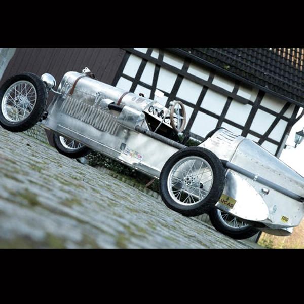 Replika Sports Car Bentley 1927 4.5 Liter Dilelang di Retromobile  Paris