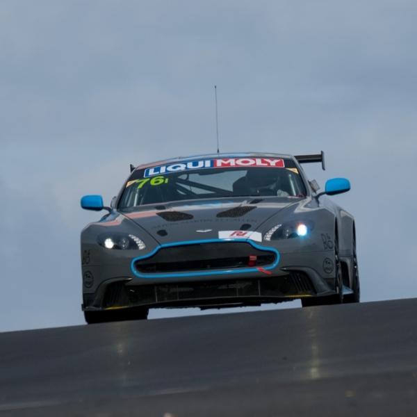 Aston Martin Vantage GT8 Ditantang Balap Bathurst 12 Hours