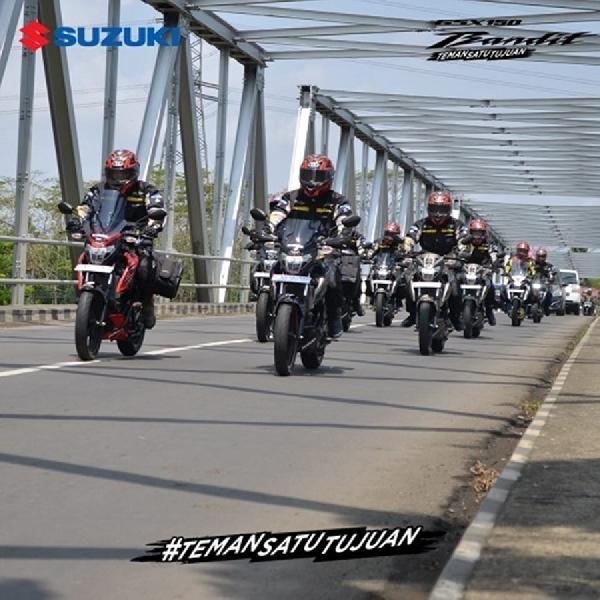 Ada Lady Bikers di Rombongan Tim GSX150 Bandit Touring