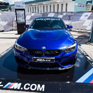 bmw m4 cs hadiah untuk pebalap motogp tercepat. Black Bedroom Furniture Sets. Home Design Ideas