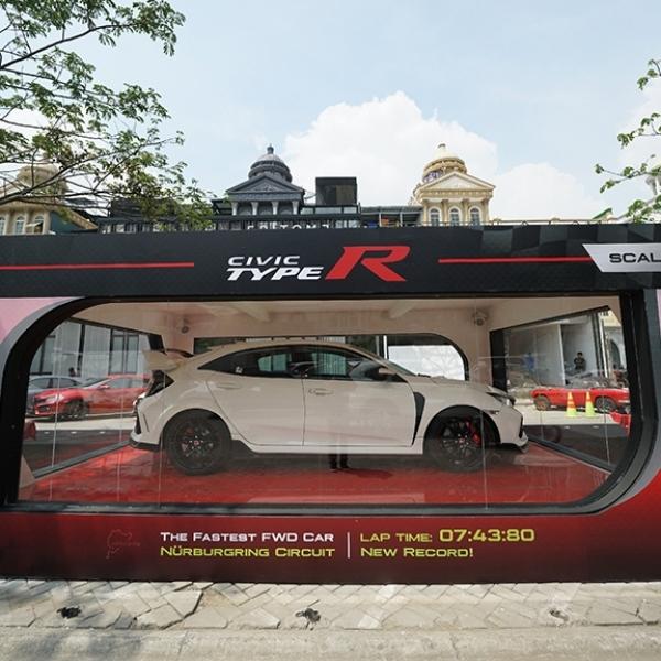 Honda Serahkan 10 Unit Civic Type R Ke Konsumen Pertama