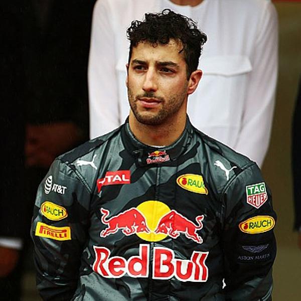 Daniel Ricciardo Kecewa Berikan Posisi Pertama untuk Lewis Hamilton