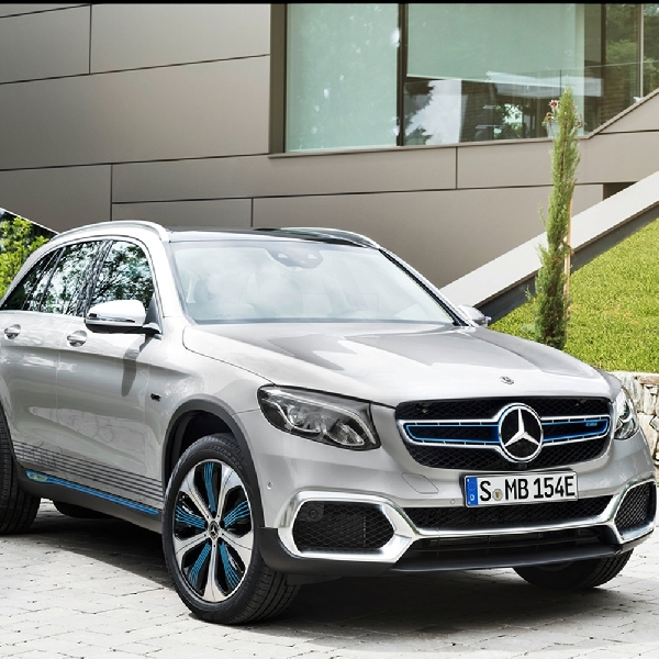 Sejarah Baru Mercedes Melalui GLC F-CELL