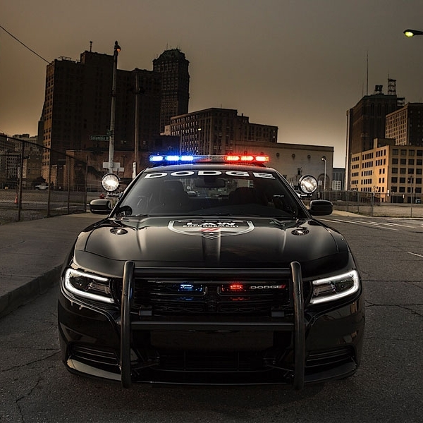 Mobil Patroli California gunakan Dodge Charger Pursuit