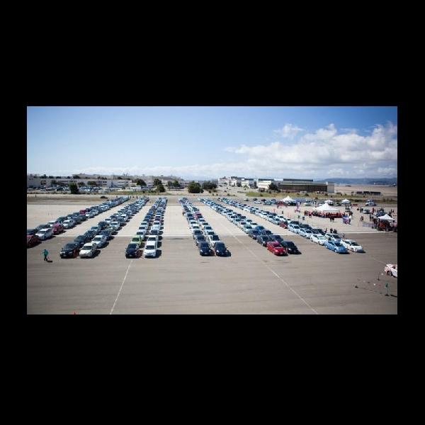Parade Toyota Prius Pecahkan Rekor Dunia