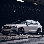 Volvo Umumkan Harga New V60 Cross Country