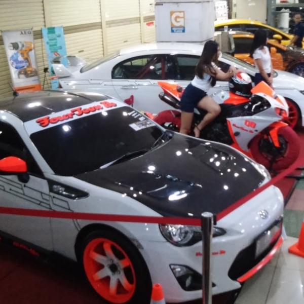 Ratusan Mobil Modifikasi Tumpah di MGK