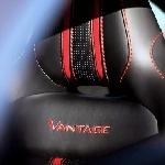 Aston Martin Menyalip Porsche