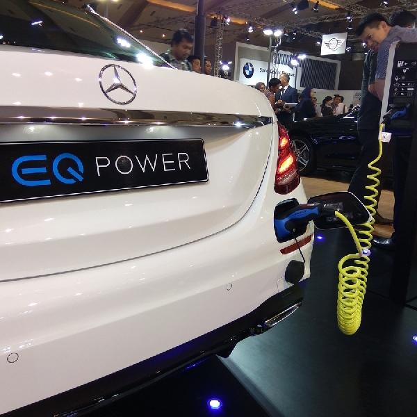 Diluncurkan di IIMS 2018, Mercedes ini Dapat Melaju 33 Km Dalam Mode Elektrik