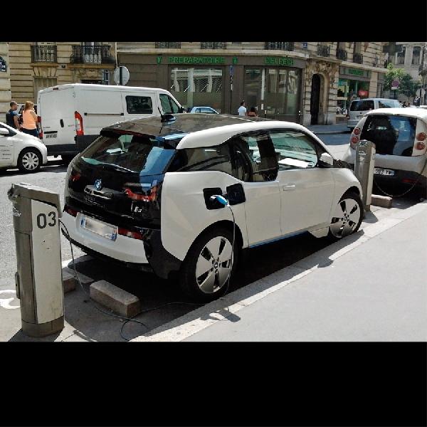 BMW i3 Bisa Suplai Listrik untuk Rumah