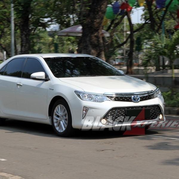 Test Drive Toyota All New Camry Hybrid Sedan Mewah Ramah Lingkungan