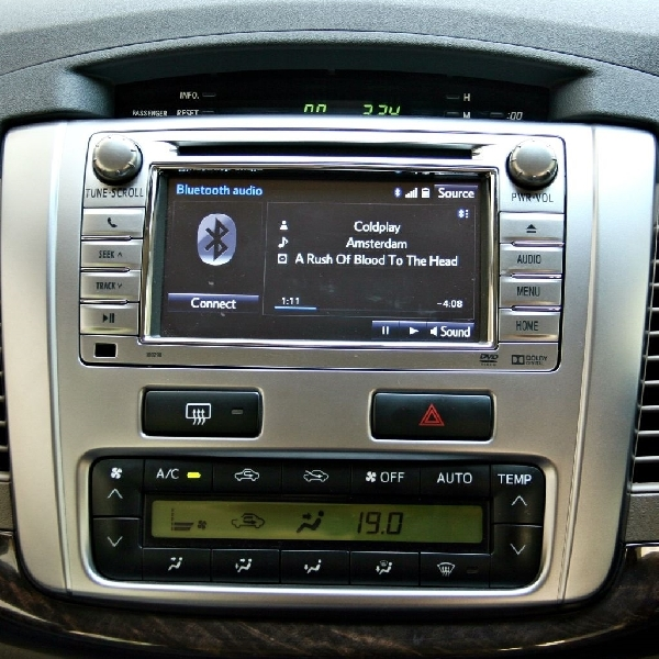 Cara Mengatur Bluetooth di Mobil Lama