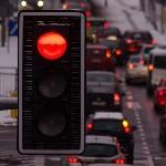 Jangan Lupa Aktifkan Rem Parkir Saat Berhenti di Lampu Merah