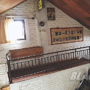 Kamar tidur Yudi yang bergaya industrial