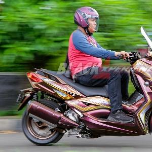 Modifikasi Yamaha X-Max 2017, Tampil Elegan dengan Corak Grafis dan Warna Bunglon