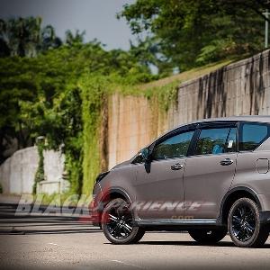 Toyota Kijang Innova Venturer