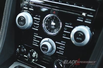 Jam analog pertegas kemewahan