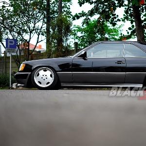 Mercedes-Benz-300CE-tampak-samping