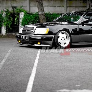 Mercedes-Benz-300CE-tampak-serong
