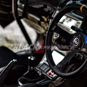 Nuansa Racing Kental di Interior