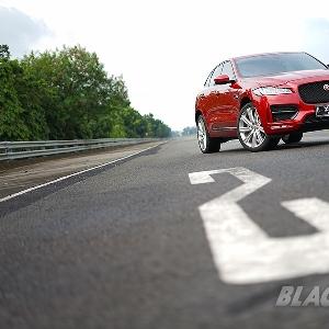 Jaguar F-Pace - SUV dengan DNA Sports Car