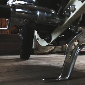 Modifikasi Triumph Bonneville T140 Menjadi  Broadtracker yang Elegant dan Superior