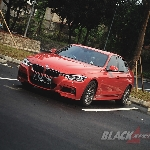 BMW 330i M Sport - Sedan Dinamis dan Sporty