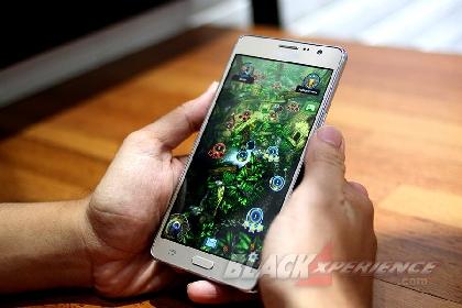 Samsung Galaxy On 7 - Layar Lebar Performa Standar
