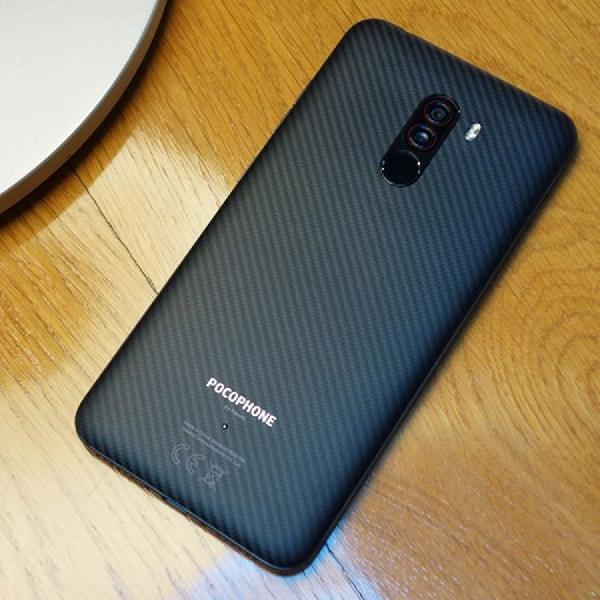 Meski Dari Plastik, Xiaomi Pocophone F1 Terbukti Tahan Banting