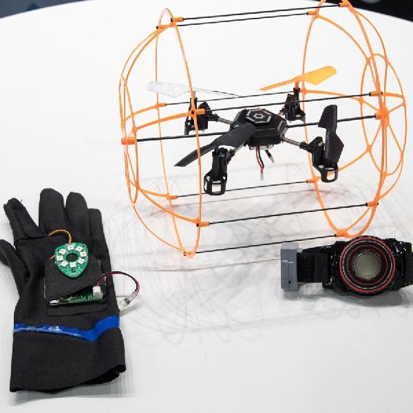 Aura, Drone Mini Kendali Gerakan Tangan