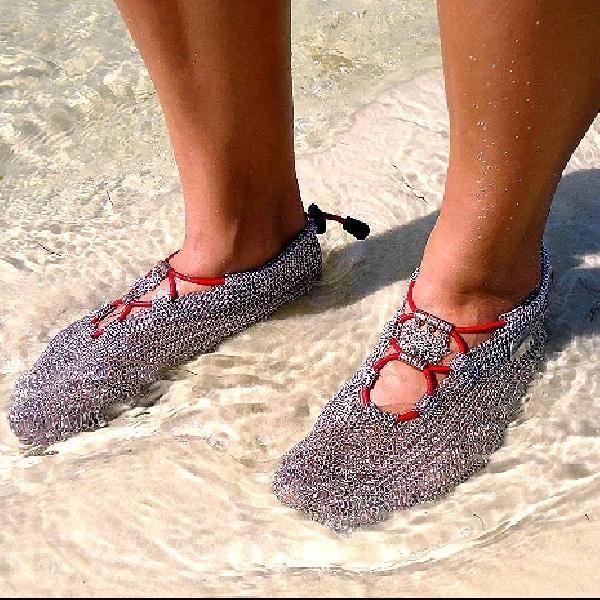 Sepatu Transparan Ini Mampu Deteksi Suhu
