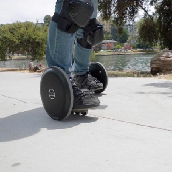 Blizwheel, Skuter Lipat Mini bisa Tempuh 25 Kilometer Sekali Jalan