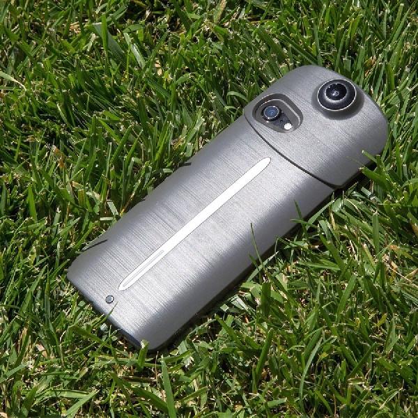 Unik, Battery Case Ini Dilengkapi Kamera 360 Derajat